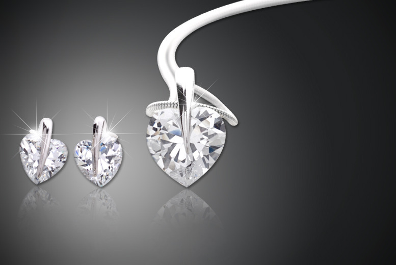 £14 instead of £200 (from Zoo Jewellery) for a solitaire heart or circle duo set made with Swarovski Elements - save 93%