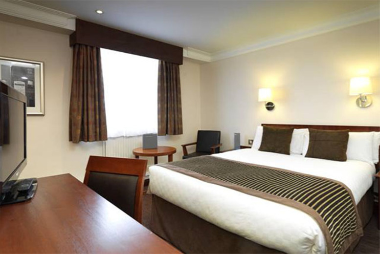 £79 (at Thistle Birmingham, The Royal Angus) for a 1-night stay for 2 with breakfast and West Midland Safari Park tickets - save up to 41%