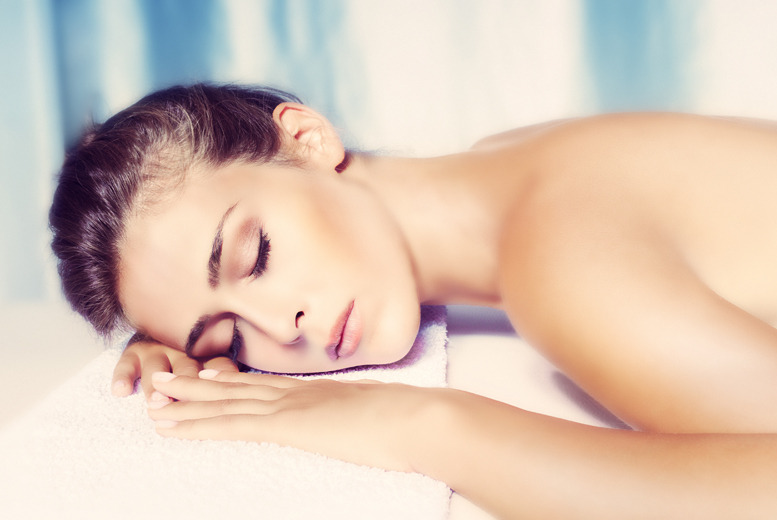 £29 for a 75-minute marine algae body wrap with Thalgo facial treatment or £34 with a rejuvenating skin peel facial at Pinkk Beauty - save up to 64%