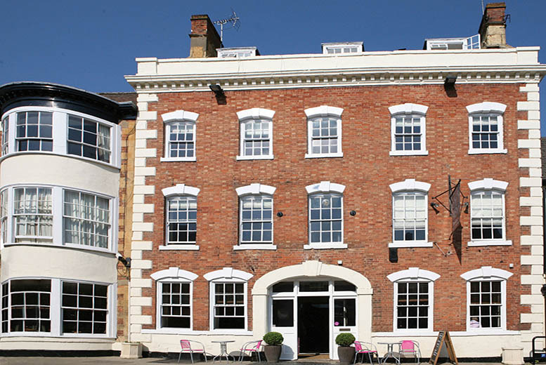 £59 (at The George Hotel, near Stratford-upon-Avon) for a 1-night stay for 2 with breakfast and late check-out, £99 for 2 nights - save up to 46%