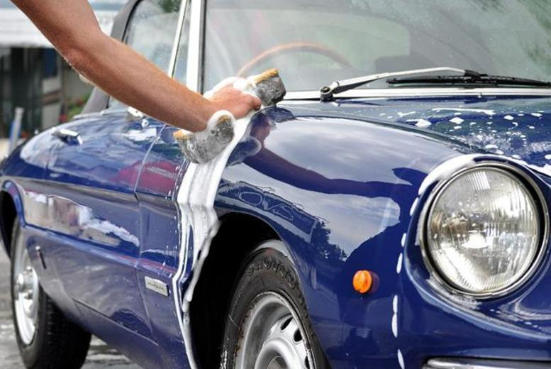 £19 for a car wash and super valet service including hand wash, window polish, seat stain removal, upholstery vacuuming and more with Handy Andy Car Wash, Glasgow
