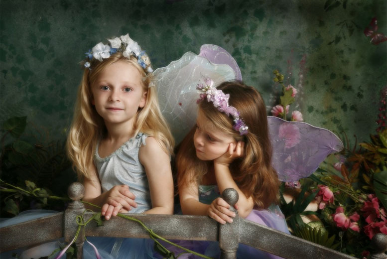 £9.99 for fairy or elf photoshoot for up to 3 kids including a photo mug and 3 keyrings at Mark Swinford Photography