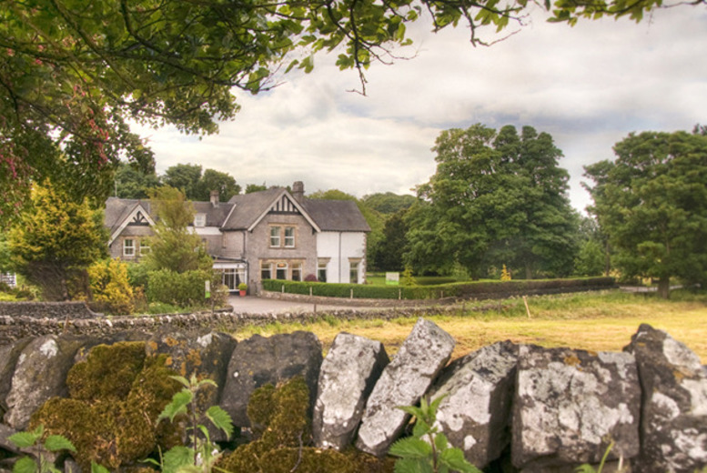 £49 instead of up to £93 for an overnight Peak District break for two including breakfast, £89 for two nights, £119 for three nights at Newton House - save up to 51%