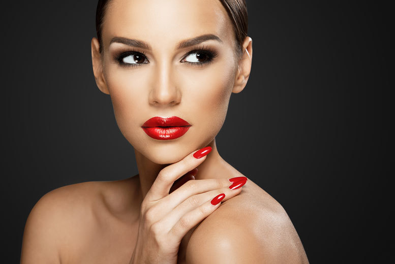 £29 for a three-hour beginners' MAC makeup masterclass and a gift with the Association of Professional Makeup - choose from 19 locations and save 71%