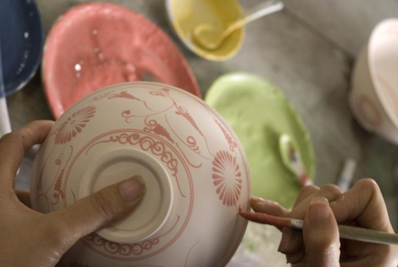 £12 instead of £26.40 for pottery painting for 2 inc. tea and cake at Sticky Fingers, Ashbourne - save 55%