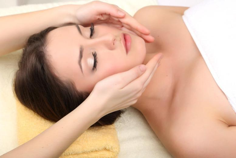 £16 instead of £55 for a full body massage and a herbal mini facial at Oceanic Hair & Beauty - choose from 2 Glasgow locations and save 71%