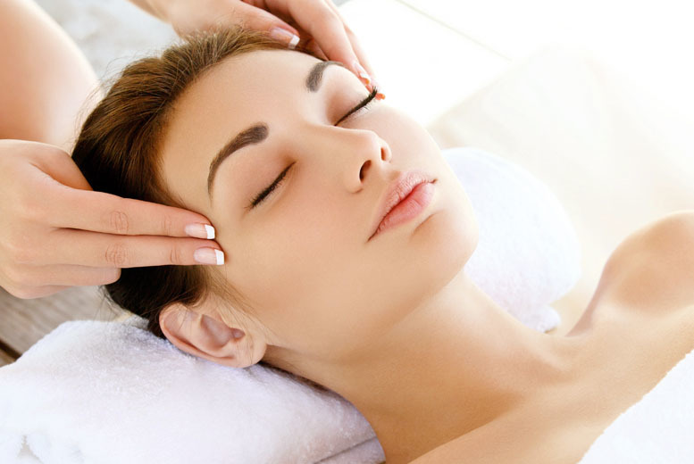 £15 for a 1hr pamper package inc. choice of treatments, £19 for 90mins or £23 for 2hrs at Salon & Training - save up to 62%