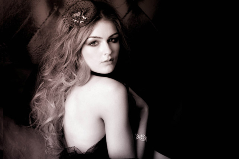 £9 for a 1-hour boudoir photoshoot including 10 prints to take home at Pout Photography, Hamilton
