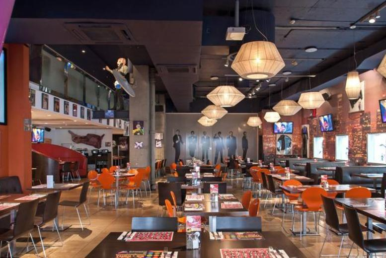 £25 for a 2-course meal for 2 inc. starter and main each, or £36 for a 3-course meal inc. glass of wine each at Planet Hollywood, Haymarket - save up to 50%