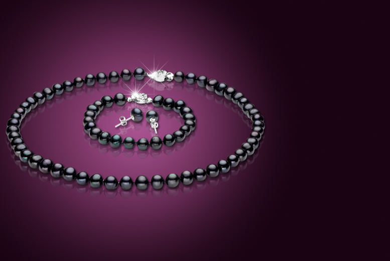 £17 instead of £182 (from Evoked Design) for a semi-baroque pearl tri set - save 91%