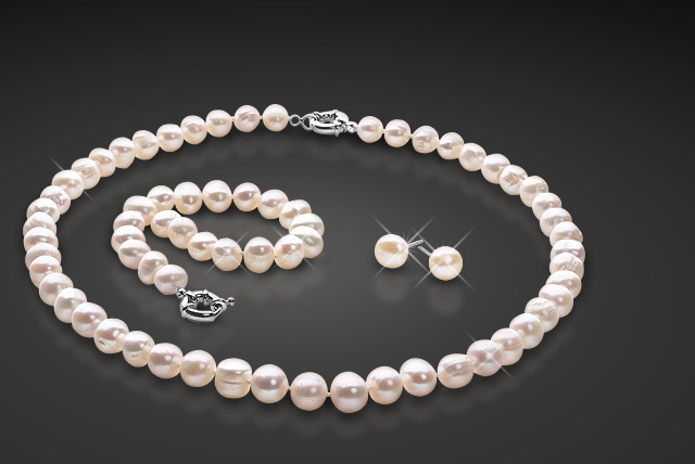£19 instead of £139.99 (from Belgravia Jewels) for a freshwater pearl tri set including a necklace, bracelet and stud earrings - save 86%