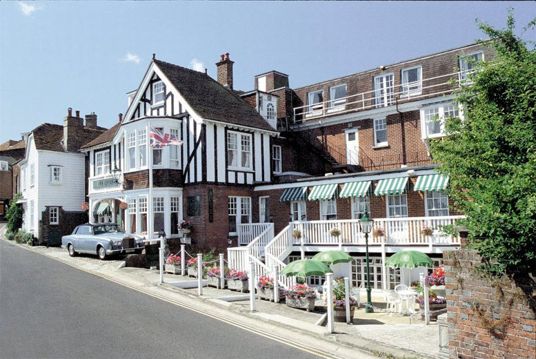 £89 (at Rye Lodge Hotel) for a 1-night break for 2 with leisure facility access, breakfast, a glass of Champagne each on arrival and late checkout - save 50%