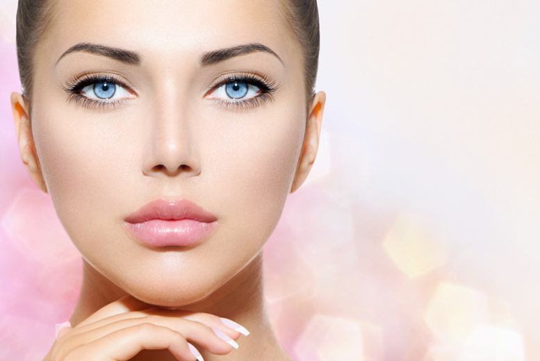 £89 for semi-permanent eyeliner makeup, £99 for lip liner or £179 for both, at Versage Health and Beauty, Finsbury Park - save up to 64%