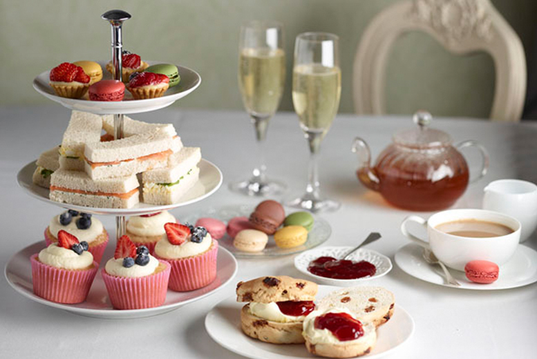 £16 instead of £30 for a seafront afternoon tea inc. Prosecco for two people or £29 for four at Noir, Whitley Bay - save up to 47%