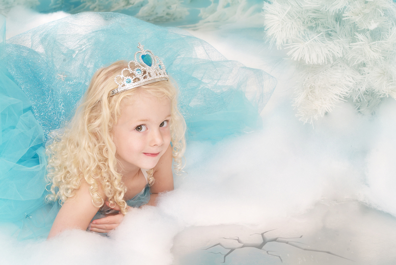 £10 instead of £149 for a Frozen-inspired photoshoot for up to 2 kids including a photo mug and 3 keyrings at Eileen Mason Photography - save 93%