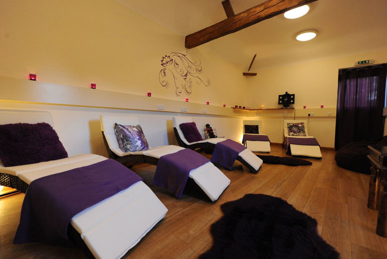 £79 for a relaxation retreat, aromatherapy massage and cream tea for 2 at Hillmotts Retreat, Buckinghamshire from Activity Superstore - save 50%