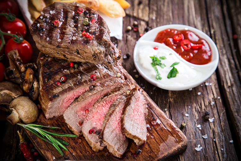 £17 instead of up to £40.85 for a steak meal for 2 inc. a bottle of wine to share at Oscars, Glasgow - save up to 58%