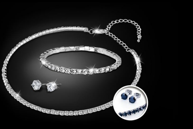 £18 instead of £119 (from Zoo Jewellery) for a tri set made with Swarovski Elements in black or white - save 85%