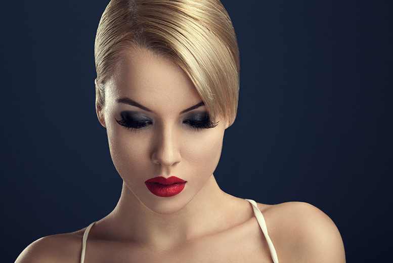 £29 for a three-hour MAC makeup artistry course with a seven-piece brush set to take home from London Makeup Studio - choose from four locations and save 81%