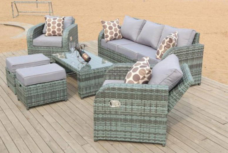 £399 instead of £999.99 (from Dreams Outdoors) for a rattan recliner lounge set - choose from grey or brown and save 60%