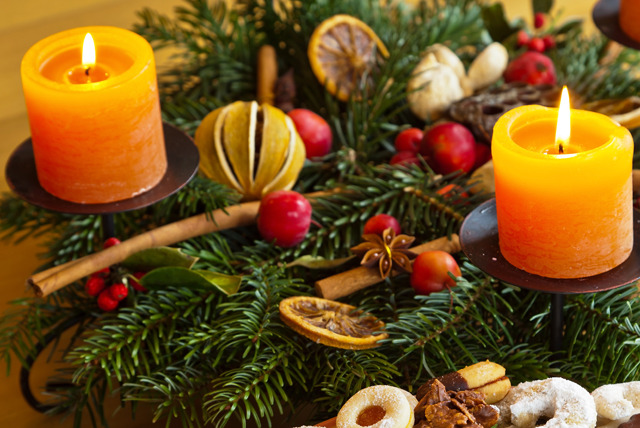 £34 instead of £75 for a 2½ hour Christmas table centrepiece or wreath-making workshop at Bunches & Pots, Putney - save 55%