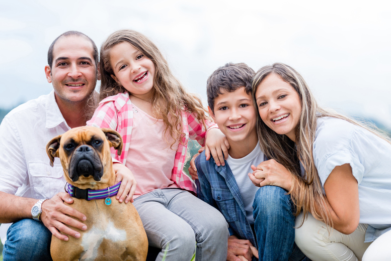 £12 for a family photoshoot or a pet & family shoot, 3 prints and a £100 voucher from the Click Group, 94 UK locations – save up to 95%