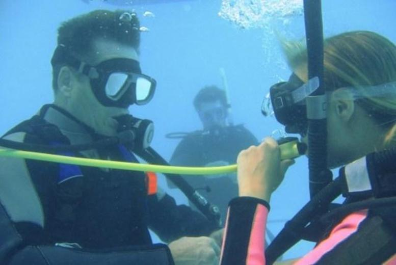 £99 for a PADI scuba diving open water referral course at Aquatron Dive Centre, Glasgow