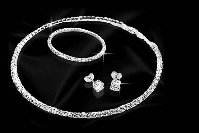 £14.99 instead of £119.99 (from Trendy Banana) for a Swarovski Elements jewellery set inc. necklace, earrings and bracelet  - save 88%