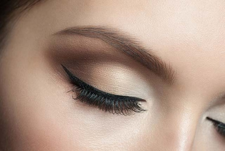 £19 for a full set of DVA Quik natural look individual eyelashes, £34 to include brow shape & tint at DVA Beautique, Westfield Stratford - save up to 65%