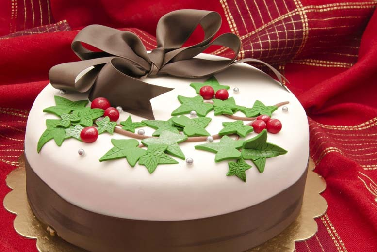 £10 instead of £39.95 for an 8'' personalised Christmas cake from Melinda's Cake Boutique – save 75%