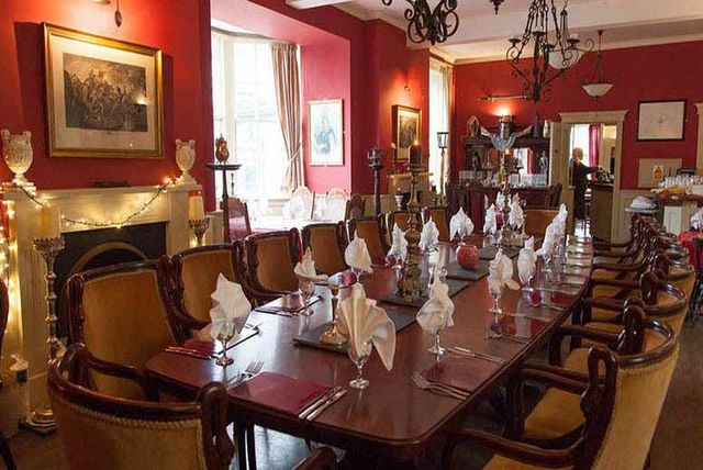 2nt Wiltshire Inn For 2 3 Course Dinner Champagne