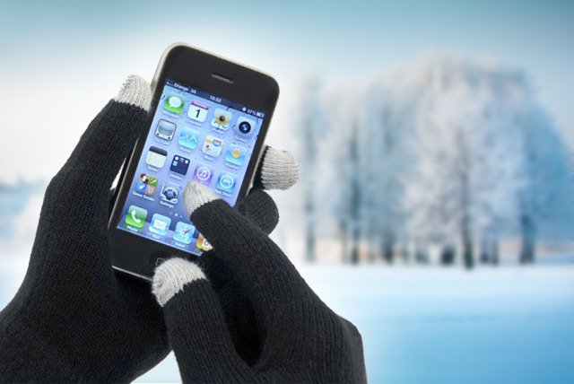 £7.99 instead of £19 (from Urshu) for a pair of touchscreen gloves in a choice of colours - save 58%