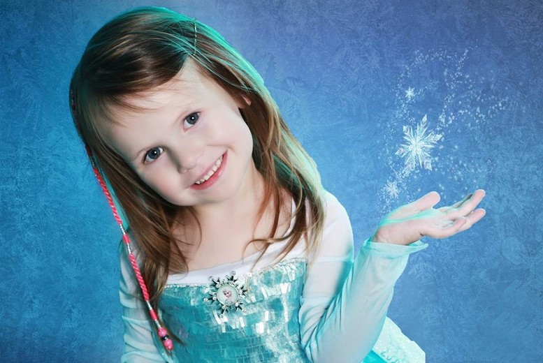 £9 instead of £40 for an up to 3-hour Frozen-inspired photoshoot for up to 2 children inc. 11 prints at Xposure Studios, Liverpool - save 78%