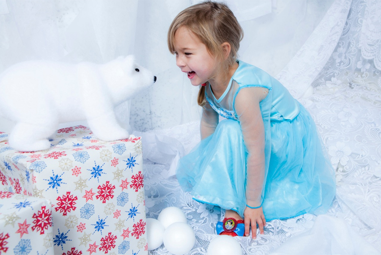 "£9 instead of £89.99 for a Frozen-inspired photoshoot for up to 6 people inc. two 7"" x 5"" prints at Life Photographic - save 90%"
