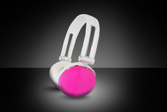 £9.99 for a set of Glozz Fashion Over-Ear headphones from Colour Your World by Urbanz - choose from 6 colours