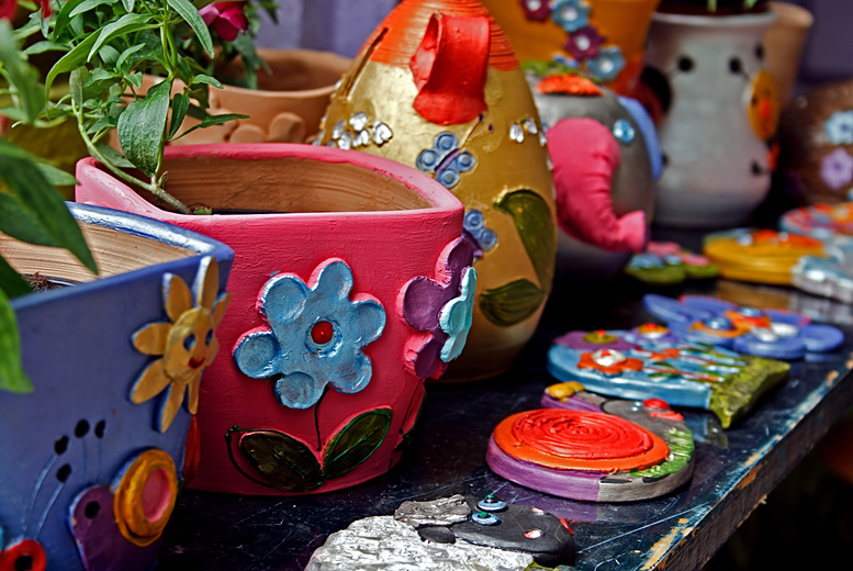 £12 instead of up to £25 for a 90-minute pottery painting class for 2 people inc. tea and cake at Arty Pots, Newark - save up to 52%
