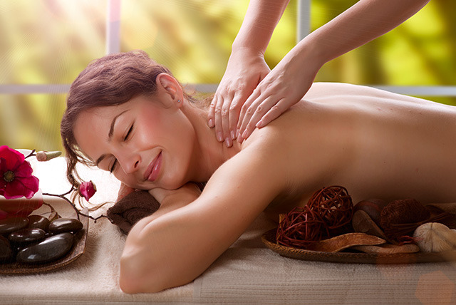 £19 instead of £85 for an exfoliating body scrub & invigorating full body massage at Atelier M, London - save 78%