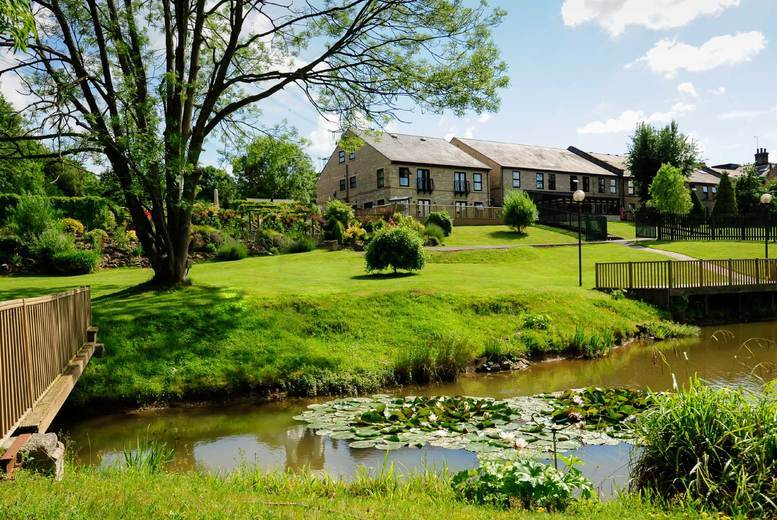 £89 for an overnight stay for two people witha three-course dinner with a glass of wine each, breakfast and late checkout at the Sitwell Arms, Renishaw - save up to 34%