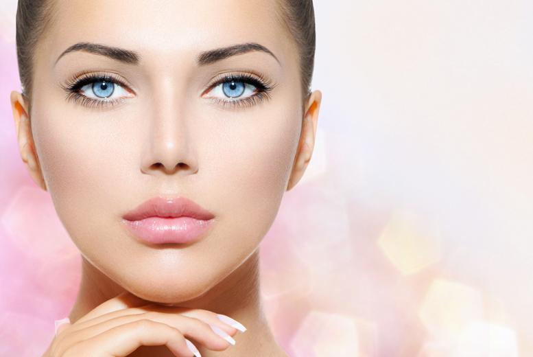 £89 for semi-permanent eyeliner makeup, £99 for eyebrows or £179 for both, at Versage Health and Beauty, Finsbury Park - save up to 64%