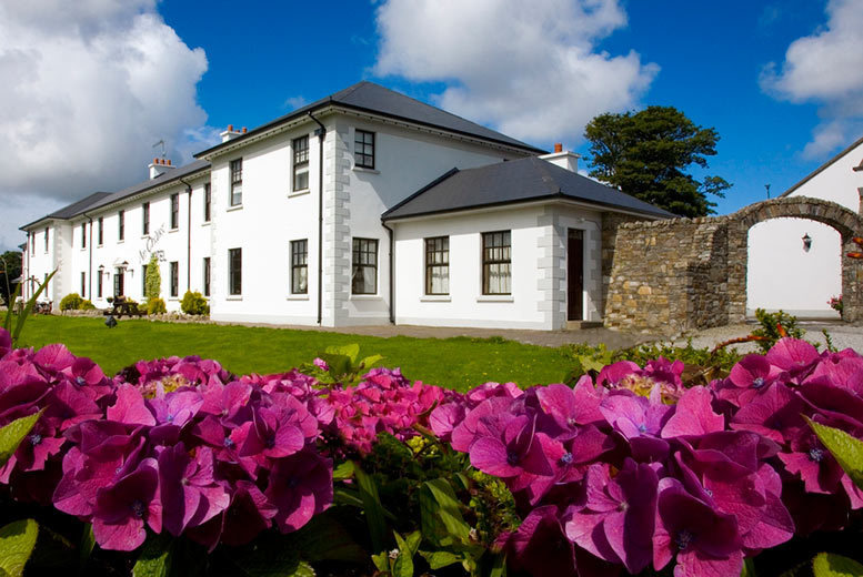£155 for a two-night Donegal stay for two with a cocktail each, a sharing platter, spa access and breakfast at An Chuirt, Gweedore Court Hotel - save 38%