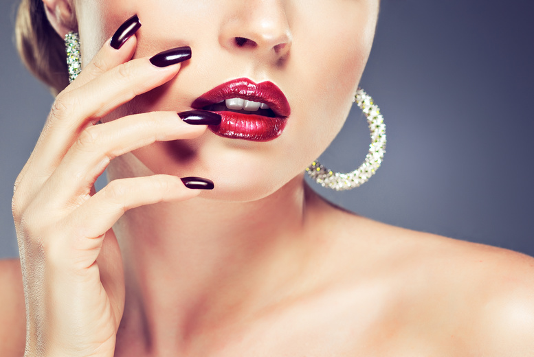 £14 instead of £40 for a deluxe manicure, £24 including a pedicure at Eyves Beauty Lounge, Greenwich - save up to 65%