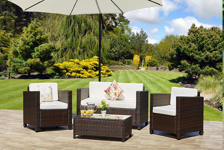 £279 instead of £770 (from Abreo) for a four-piece Roma garden rattan sofa set - enjoy the outdoors and save 64%