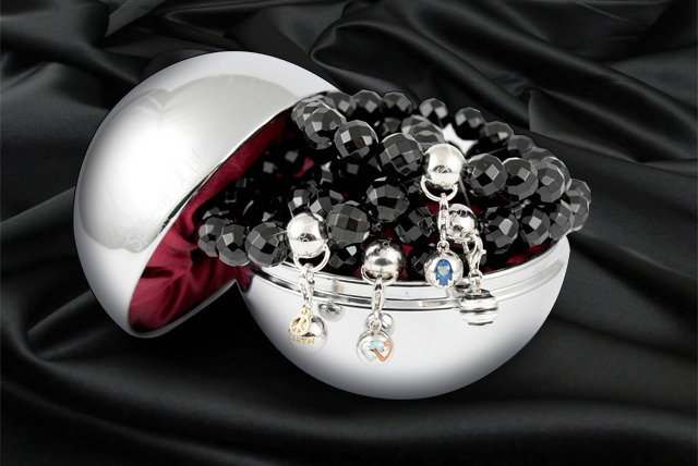 £19.99 instead of £49.85 (from Sphere of Life) for a black onyx and sterling silver charm bracelet with a charm - save 60%