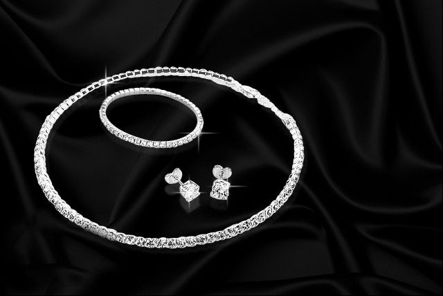 £19.99 instead of £119.99 (from Belgravia Jewels) for a Swarovski Elements crystal jewellery set inc. necklace, earrings and bracelet - save 83%