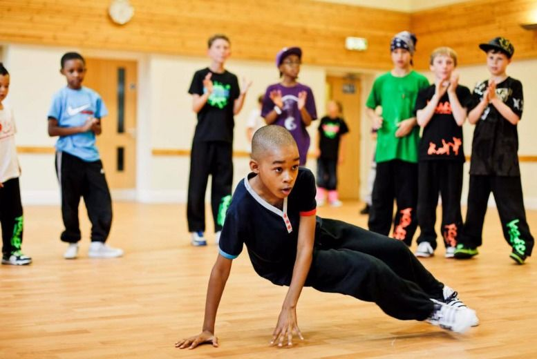 £6 instead of £20 for four hip-hop dance classes for kids and teens from Upside Down Dance Academy - save 70%