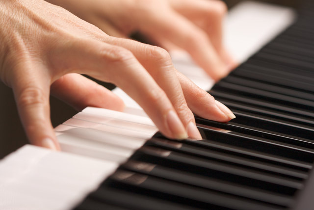 £25 instead of £75 for three 30 minute piano lessons, or £35 for three 60 minute lessons with Elizabeth Anastasiou, Enfield - save up to 67%