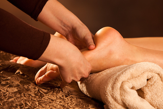 £18 instead of £60 for two 1-hour reflexology sessions at Venus Studios - save 70%