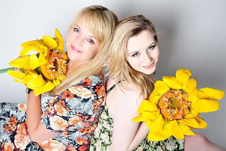 £9 instead of £39.95 for a three-hour mother and daughter MAC makeover and photoshoot with bubbly and 5 prints at Chique Photography - save 77%