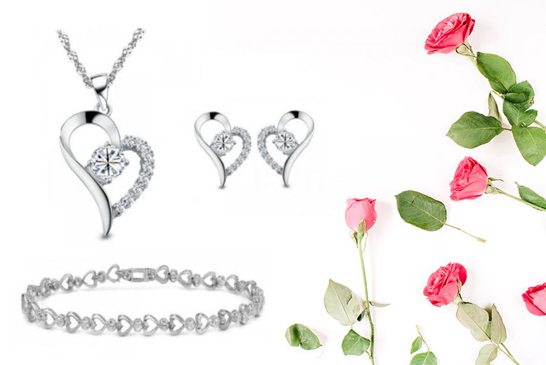 £14 instead of £149.99 (from Fakurma) for a cubic zirconia earrings, pendant and bracelet set - save a sparkling 91%