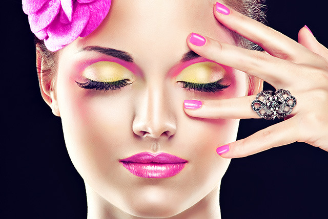 £15 instead of £25 for a Shellac manicure at Sunshine Factory, London - save 40%